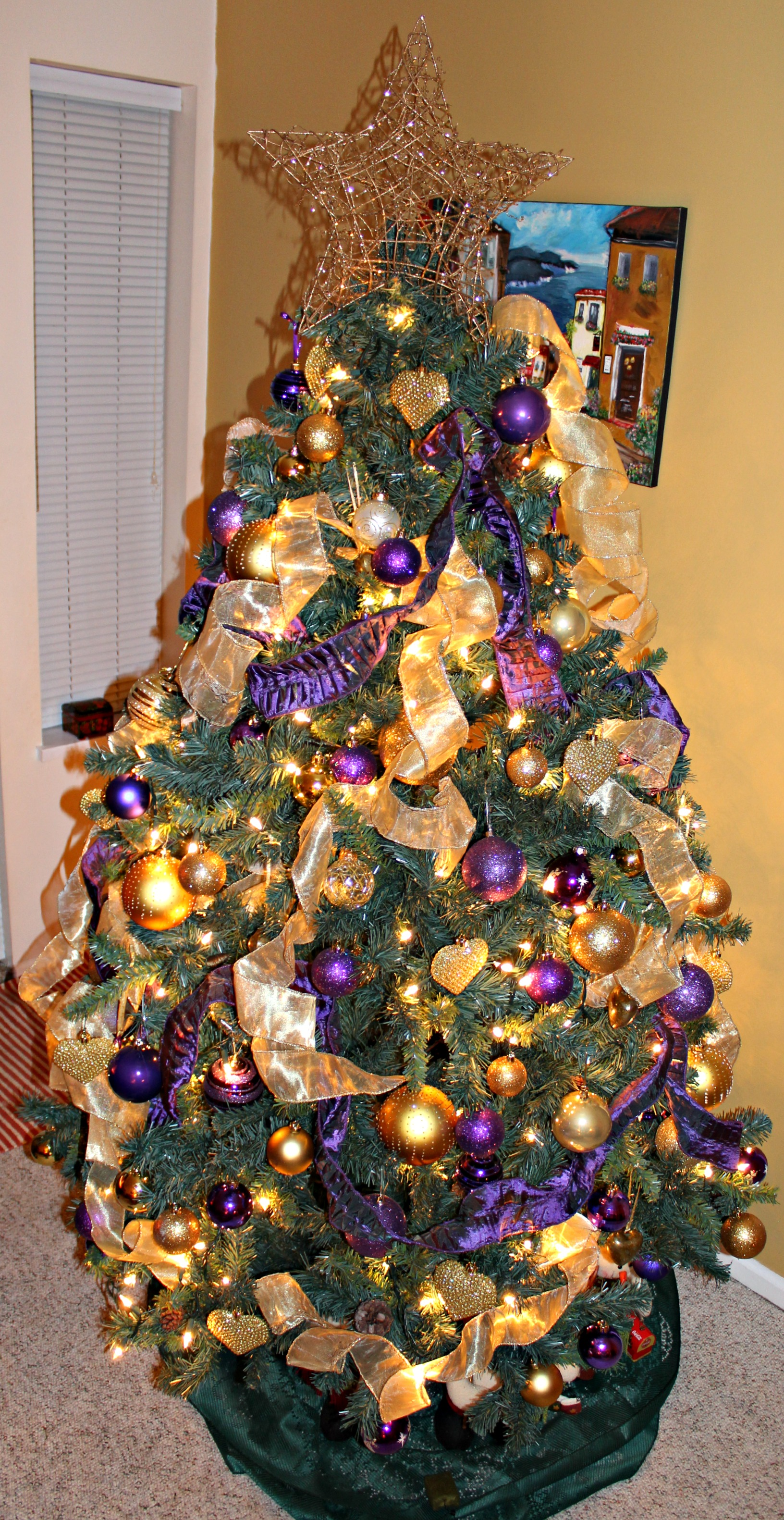 Christmas tree decorated in gold and purple www for Gold christmas tree lights